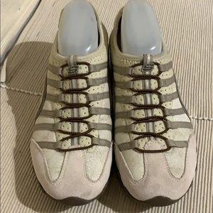 Skechers Cream SlipOn Sneaker Excellent Condition